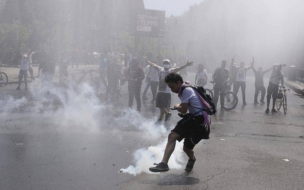 Foreign Ministry issues travel advisory for Chile amid violent protests