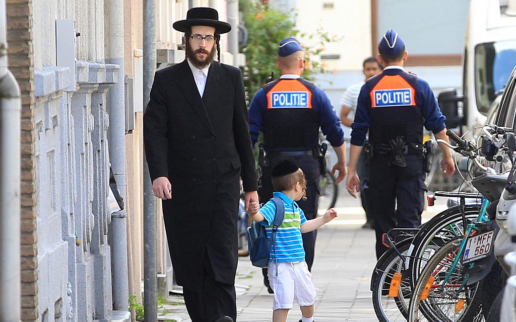 Knife-wielding Muslim in Brussels asks passersby if they are Jewish