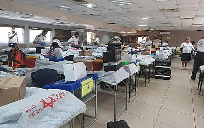 Israelis donate blood at the Samaria Regional Council in the northern West Bank, on October 6, 2019. (Magen David Adom)