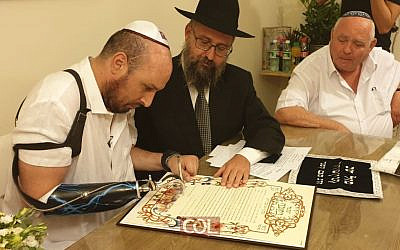 Ben Spitzer, the worst-injured Israeli soldier in the 2009 Gaza war, gets married outside the city of Ashkelon on October 7, 2019. (courtesy Chabad Youth Organization)