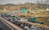 Cars stuck in a traffic jam on Highway 2 (Coastal Road) on the eve of Passover, April 19, 2018. (Meir Vaknin/Flash90)