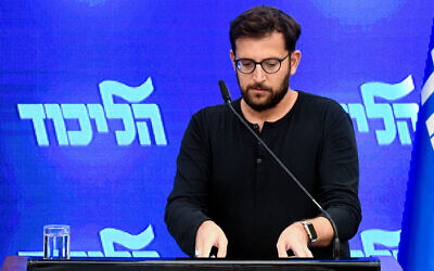 Likud spokesman Jonatan Urich at a joint press conference by Prime Minister Benjamin Netayahu and Zehut party chairman Moshe Feiglin at Kfar Hamacabiah in Ramat Gan, August 29, 2019. (Flash90)