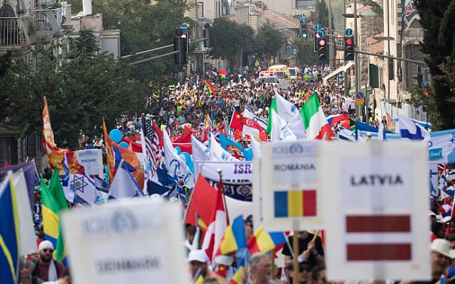Thousands of Israelis and Christian evangelists take part in Sukkot's Jerusalem March in the capital, October 17, 2019 (Yonatan Sindel/Flash90)