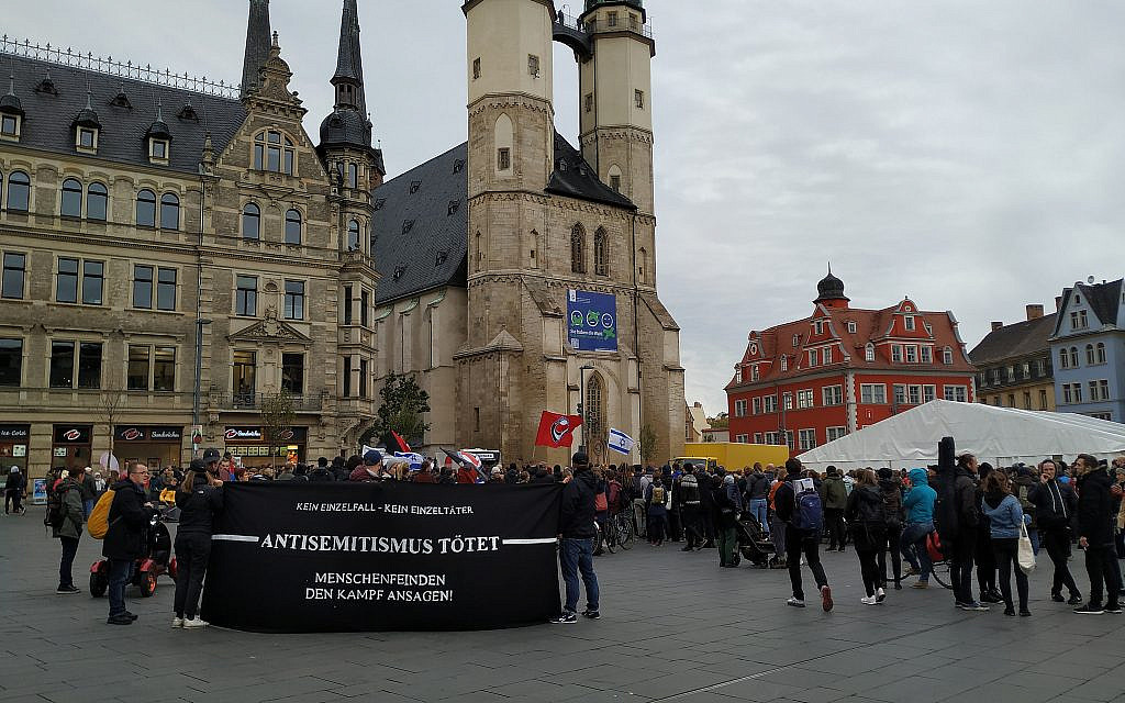 Protesters hold a sign saying 'Anti-Semitism Kills' in Halle, Germany's central Marktplatz, October 11, 2019. (Yaakov Schwartz/ Times of Israel)