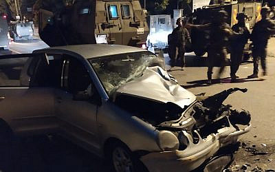 The car said to have been driven in an attempted car-ramming attack on Border Police near Ramallah, October 17, 2019 (Border Police)