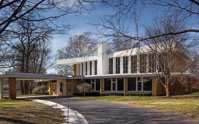 Temple Emanuel in Grand Rapids, Michigan. (Wikimedia Commons via JTA)