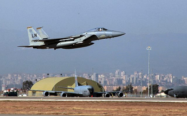 A US Air Force F-15 fighter jet takes off from Incirlik Air Base near Adana, Turkey, Dec. 15, 2015. (AP Photo)