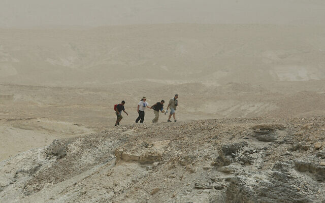 Illustrative: Hikers near the Dead Sea, May 15, 2009. (Moshe Shai/Flash90)