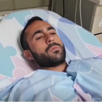 Elazar Hazut, who was wounded by a lightning strike, speaks to reporters from his hospital bed at the Barzilai medical center on October 15, 2019. (Screen capture/Ynet)