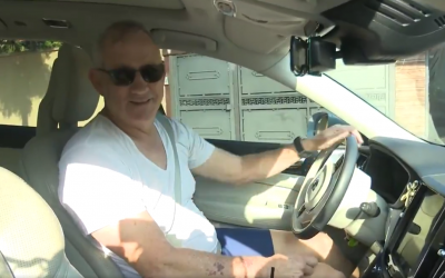 Blue and White leader Benny Gantz speaking to reporters in his car, next to his home in Rosh Ha'ayin, on October 22, 2019 (Screenshot: Twitter)