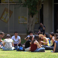 Students on the campus of Ben Gurion University in Beersheva, May 8 2013. (Dudu Greenspan/Flash90)