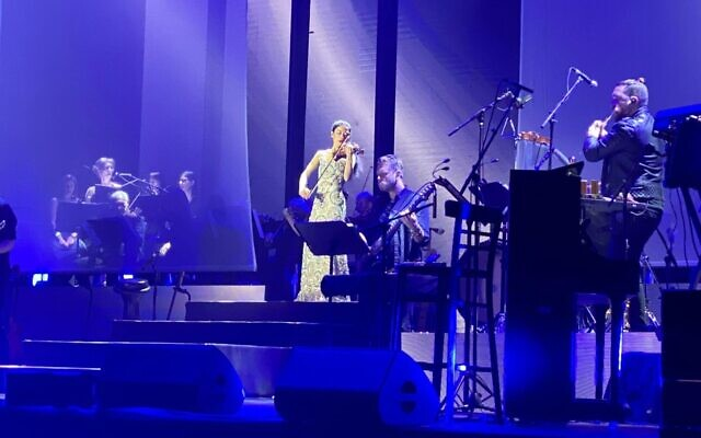 Violinist Vanessa-Mae performs at Tel Aviv's Heichal Menora on October 28, 2019. (Chai Shalom)