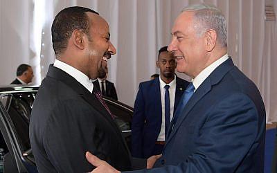 Prime Minister Benjamin Netanyahu (R) shakes hands with Ethiopian Prime Minister Abiy Ahmed in Jerusalem on September 1, 2019. (Amos Ben Gershom/PMO)