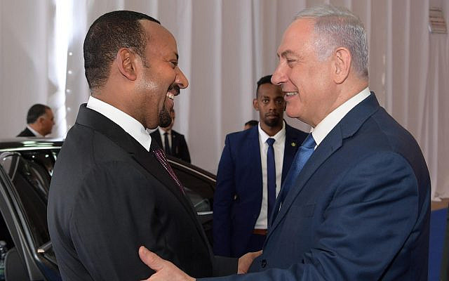 Prime Minister Benjamin Netanyahu (R) shakes hands with Ethiopian Prime Minister Abiy Ahmed in Jerusalem on September 1, 2019. (Amos Ben Gershom/PMO)