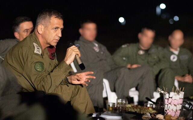 IDF chief of staff holds a meeting around a camp fire with senior air force officers on October 23, 2019. (Israel Defense Forces)