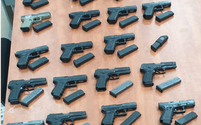 Guns captured during a smuggling attempt from Lebanon into Israel on September 14. 2019 (Israel Police)