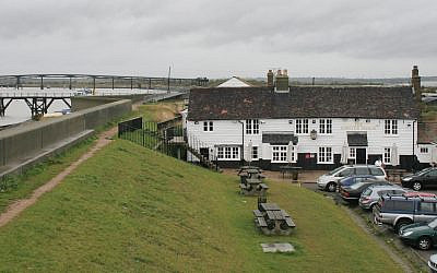 A restaurant in Canvery Island, the United Kingdom (CC BY-SA Wikimedia Commons)