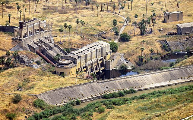 The ruins of the hydroelectric power station build by engineer Pinhas Rutenberg in Naharayim (Avram Graicer/public domain)