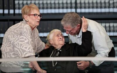 Greek World War II rescuer Melpomeni Dina (C) reacts as she is reunited with Holocaust survivors Yossi Mor (R) and his sister Sarah Yanai, whom she helped escape in 1943, at the Hall of Names at the Yad Vashem Holocaust Memorial museum in Jerusalem, on November 3, 2019. (Emmanuel DUNAND / AFP)