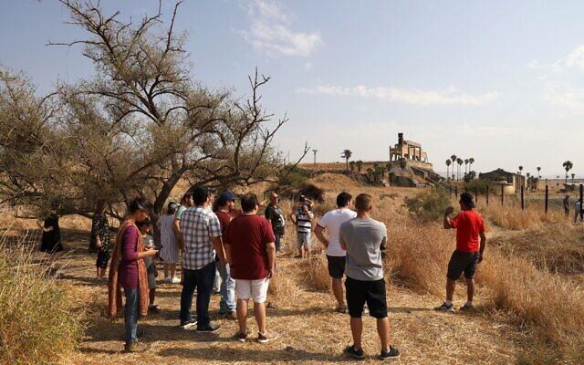 Israeli tourists visit the Naharayim peace park on November 8, 2019 (MENAHEM KAHANA / AFP)