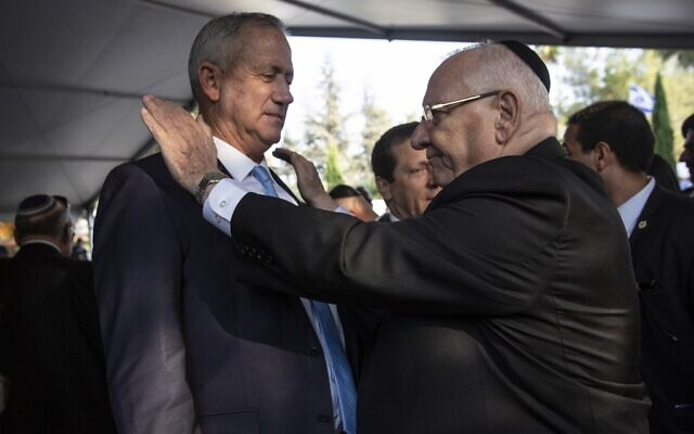 President Reuven Rivlin (R) and Blue and White party chief Benny Gantz at the state memorial ceremony for former Israeli prime minister Yitzhak Rabin, at Mount Herzl cemetery in Jerusalem, November 10, 2019. (Heidi Levine/Pool/AFP)