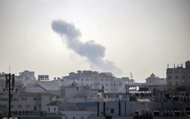 Smoke billows in Gaza City following an Israeli strike on November 12, 2019. (SAID KHATIB / AFP)