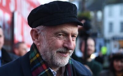 UK Labour Party leader Jeremy Corbyn talks with locals during an election campaign visit to Linlithgow, west of Edinburgh, Scotland, on November 14, 2019. (Andy Buchanan/AFP)