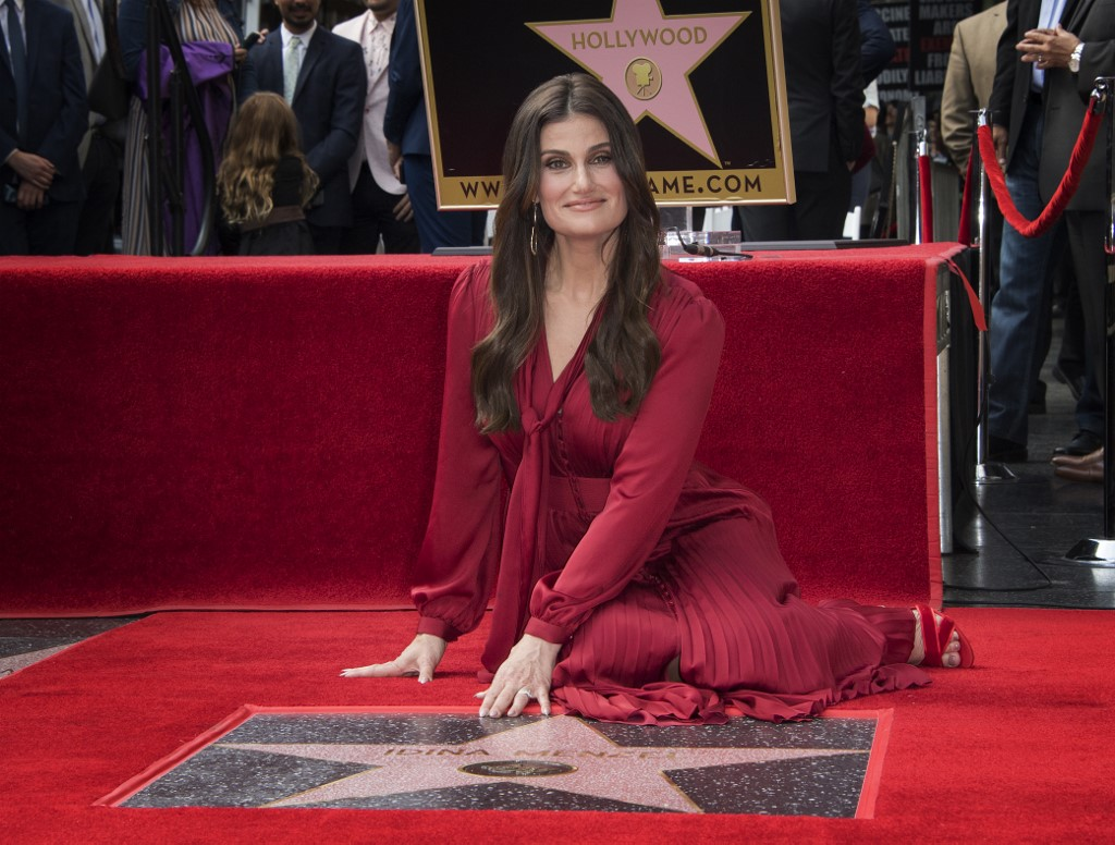 Idina Menzel Gets Hollywood Star The Times Of Israel