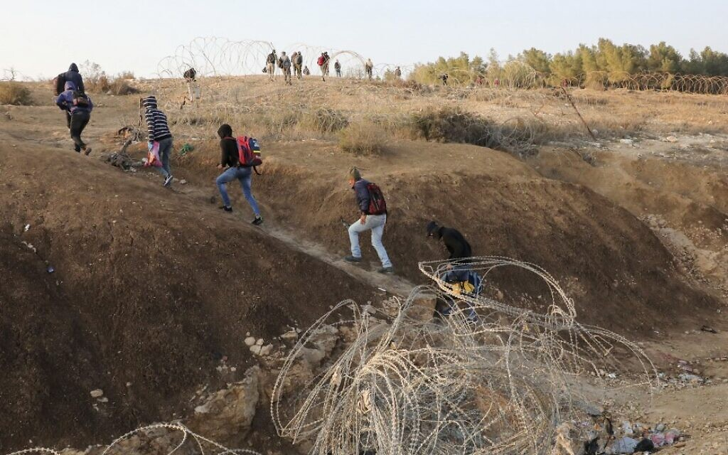 Palestinian laborers cross illegally into Israeli areas through a hole in Israel's security barrier on November 20, 2019, near the southern Israeli city of Beersheba. (HAZEM BADER / AFP)