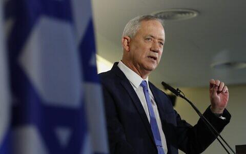 Benny Gantz gives a statement in Tel Aviv after giving up his coalition-building bid on November 20, 2019. (Jack GUEZ / AFP)