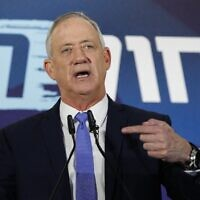 Benny Gantz gives a statement in Tel Aviv after giving up his coalition-building bid on November 20, 2019. (Jack GUEZ / AFP)