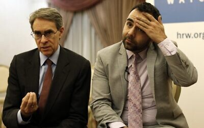 Kenneth Roth (L), executive director of Human Rights Watch (HRW), and Omar Shakir, the New York-based rights group HRW director for Israel, the West Bank and Gaza,, at an East Jerusalem hotel on November 24, 2019, ahead of Shakir's expulsion from Israel. (AHMAD GHARABLI / AFP)