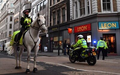 Mounted police patrol along Cannon Street in central London, on November 29, 2019. (Ben STANSALL / AFP)