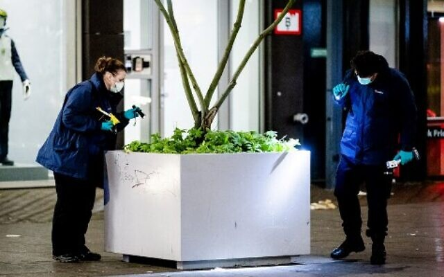 Forensic workers investigate at the Grote Marktstraat, one of the main shopping streets in the centre of the Dutch city of The Hague, after several people were wounded in a stabbing incident on November 29, 2019 (Sem VAN DER WAL / ANP / AFP)