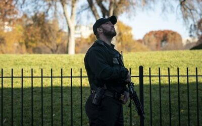A member of the Uniformed U.S. Secret Service stands guard outside of the Brady Press Briefing Room at the White House on November 26, 2019 in Washington, DC. (Drew Angerer/Getty Images/AFP)