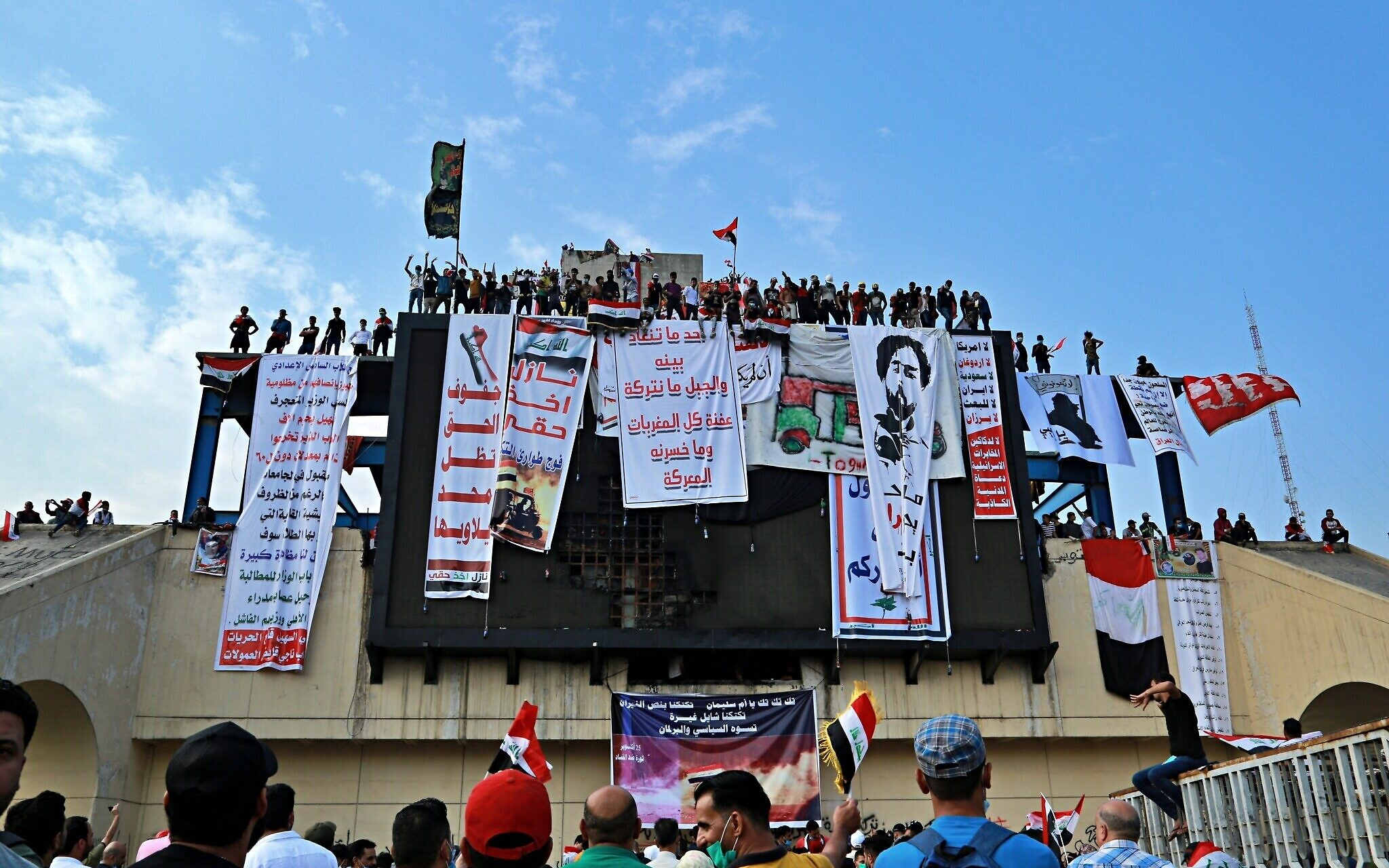 Iraqi Protesters Climb Under Bridges Closed by Security Forces