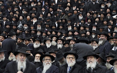 Chabad rabbis gather for an annual group photo outside of the Chabad-Yubavitch Worldwide headquarters as a part of the International Conference of Chabad-Lubavitch Emissaries in New York, November 24, 2019. (Emily Leshner/AP)