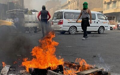 Anti-government protesters set fires to close streets during ongoing protests in Baghdad, Iraq, November 27, 2019. (AP Photo/Ali Abdul Hassan)