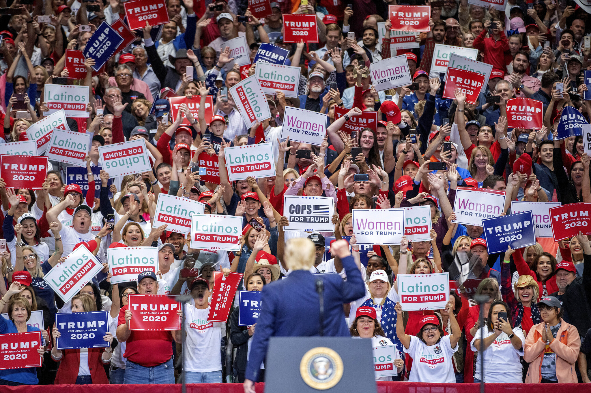 Donald Trump Supporters Debut 'Read the Transcript' Shirts at Kentucky MAGA Rally