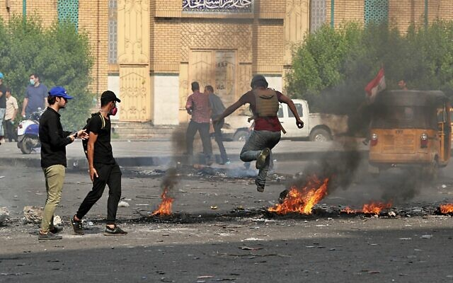 Fires set by protesters close roads during ongoing anti-government protests in Baghdad, Iraq, November 3, 2019  (AP Photo/Hadi Mizban)
