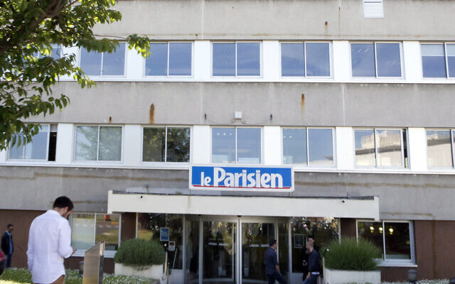 A man enters the headquarters of French newspaper Le Parisien in Saint-Ouen, outside Paris, France, June 4, 2015. (Jacques Brinon/AP)