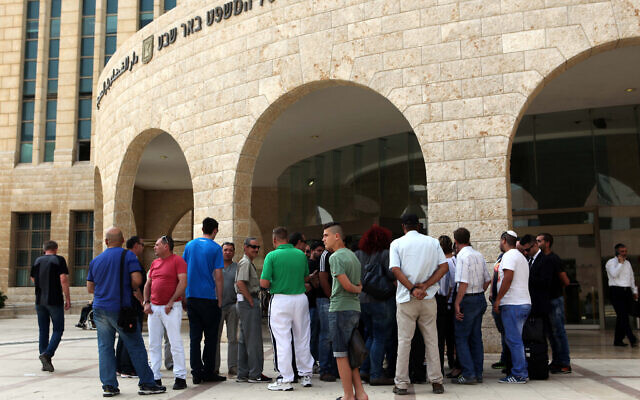 Illustrative photo of people standing outside the Beersheba District Court on May 13, 2015 (Flash90)