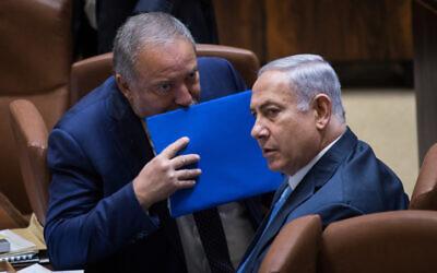 Defense Minister Avigdor Liberman and Prime Minister Benjamin Netanyahu at the Knesset, on October 23, 2017. (Hadas Parush/Flash90)