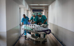 Illustrative: Doctors and nurses treat a patient at Wolfson Medical Center in Holon. ( Hadas Parush/Flash90)