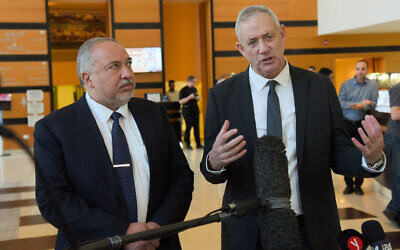 Blue and White party leader Benny Gantz (R) and Yisrael Beytenu chief Avigdor Liberman speak to reporters after meeting in Ramat Gan on November 14, 2019. (Avshalom Sassoni/Flash90)