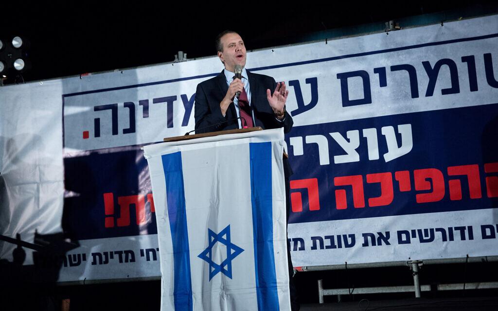 Likud MK Miki Zohar speaks during a rally in support of Prime Minister Benjamin Netanyahu in Tel Aviv on November 26, 2019. (Miriam Alster/Flash90)