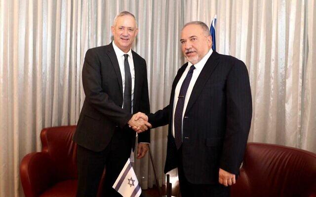 Blue and White party chairman MK Benny Gantz, left, and Yisrael Beytenu party leader MK Avigdor Liberman at the Kfar Maccabiah Hotel in Ramat Gan, November 14, 2019. (Elad Malka)