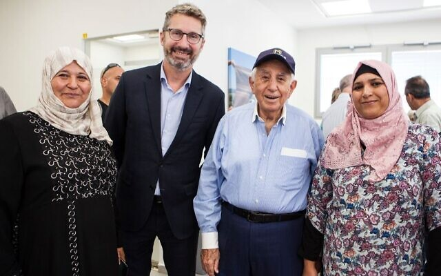 Harry Triguboff, in cap, and Australian Ambassador to Israel Chris Cannan with Bedouin women who benefit from the Switch Center. (SNAP Photography/via JTA)