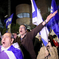 Supporters of Prime Minister Benjamin Netanyahu demonstrate outside his residence following the announcement by Attorney General Avichai Mandelblit of decision to charge the premier in three graft cases, November 21, 2019. (Noam Revkin Fenton/FLASH90)