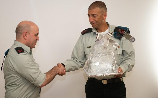 Maj. Gen. Lior Carmeli, right, shakes hands with the outgoing commander of the IDF's Digital Transformation Administration, Brig. Gen. Omer Dagan, at a ceremony at the military's Tel Aviv headquarters on November 7, 2019. (Israel Defense Forces)